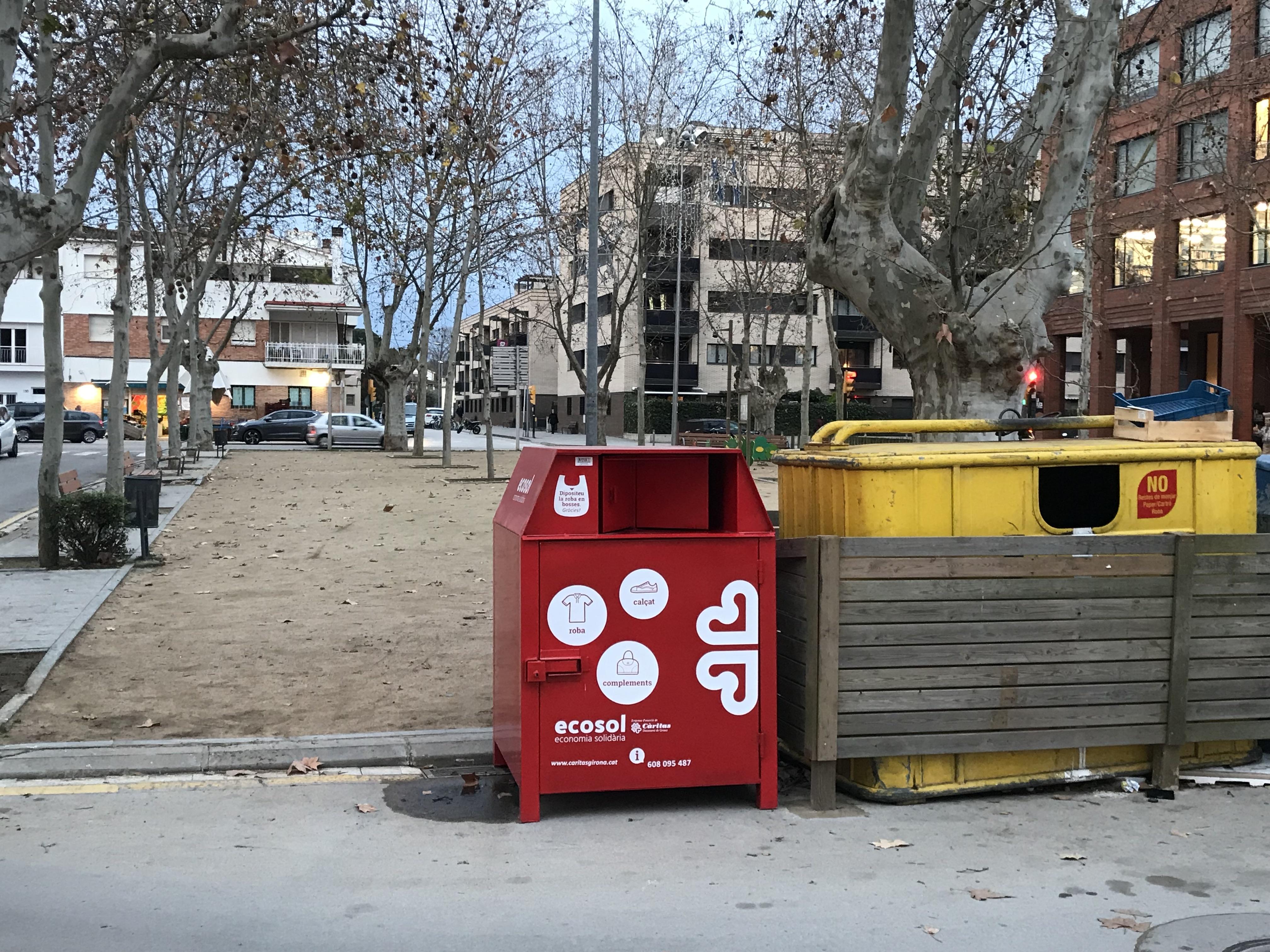 Ecosol de Càritas Girona instal·la més de 50 contenidors per la recollida de roba