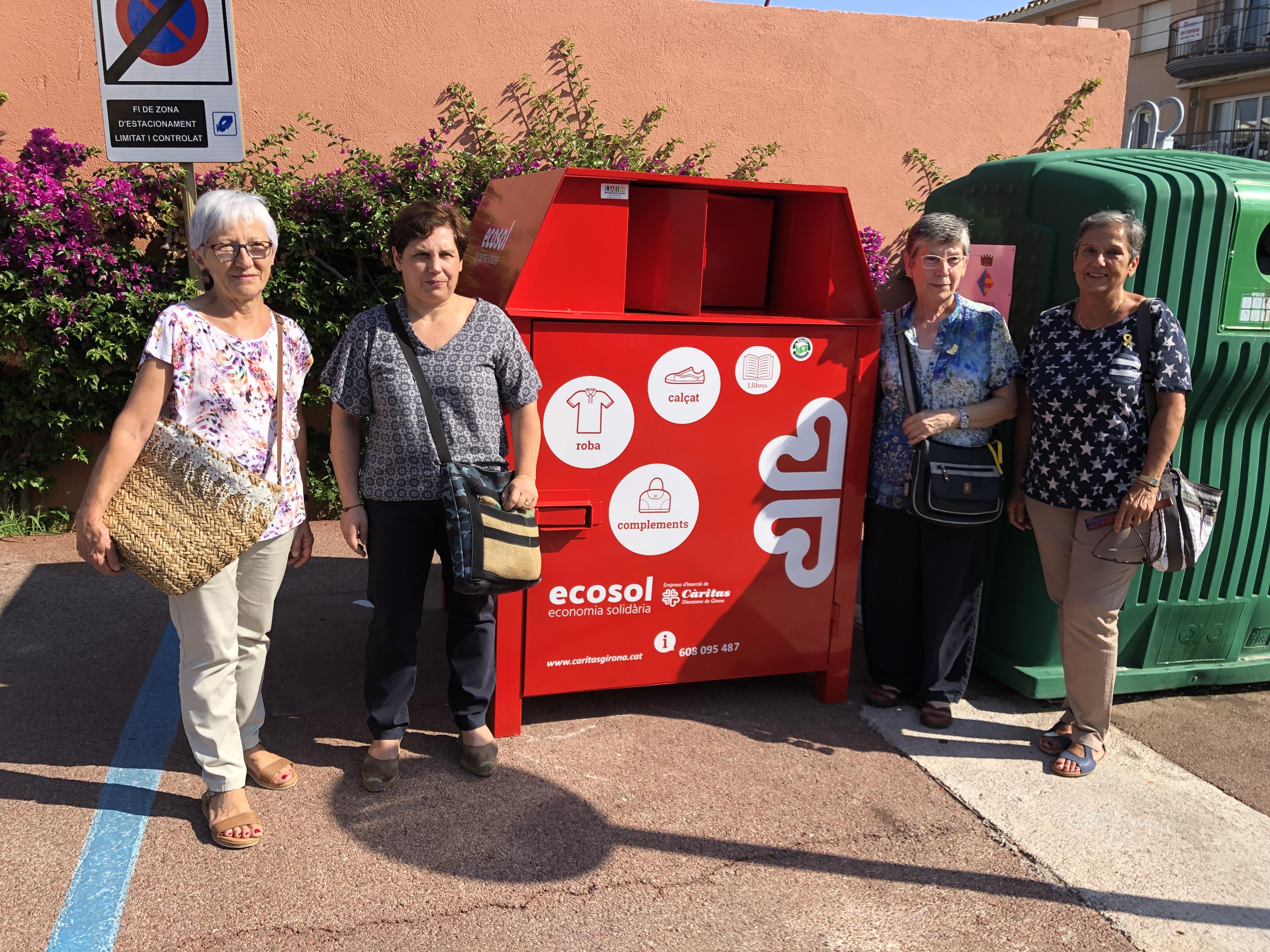 L'Ajuntament de l'Escala i Càritas signen un conveni per instal·lar nous contenidors de recollida de roba usada
